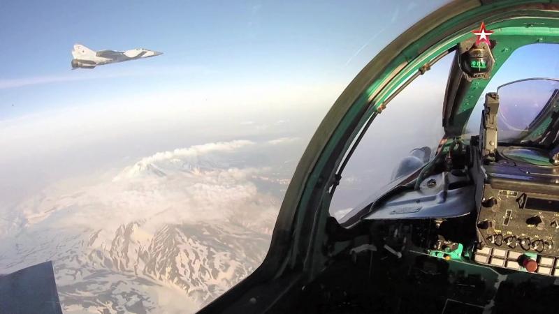 Бой в стратосфере российские МиГ 31 уничтожили нарушителя воздушной границы