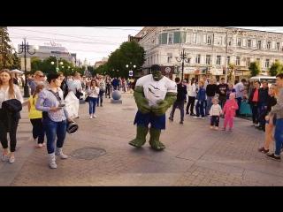 Халк в Пензе на ул. Московской на день города