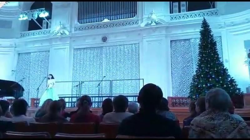 Настя исполняет песнюКукушка на концерте вокального отд Академии Музыки им. Елены Образцовой Белый зал Политеха