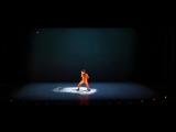 Французский хореограф Mourad Merzouki объединил танцы, прекрасную музыку, цирковые трюки и театр с мэппингом