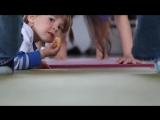 Двухлетний учитель йоги
