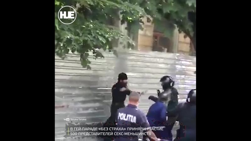 Кишинёвский священник подрался с копами из-за геев