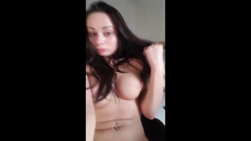 Зрелый мужик дает сосать член молодой и отодвигает трусики и трахает / порно секс анал трах домашнее русское студентка БДСМ чешс