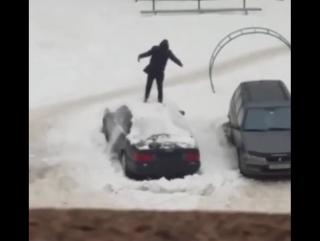 Прикол)) Как правильно чистить снег с авто))