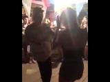 Apreciem o Justin e a Hailey dançando ao som de djavu.