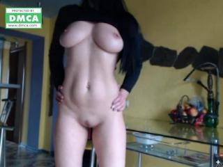 Девушка с большими сисками показывает письку и мастурбирует в видеочате,  рунетки раздеваетсядрочит порно рунетки вписка