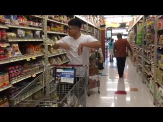 Когда в магазине ставят танцевальную музыку