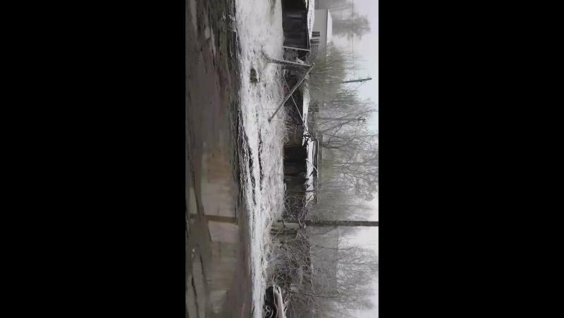 а снег не знал что на дворе уже май и падал