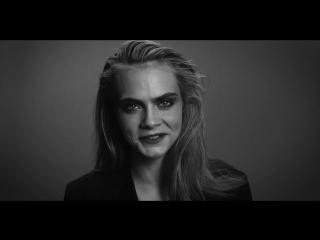 Кара Делевинь изображает знаменитых злодеев