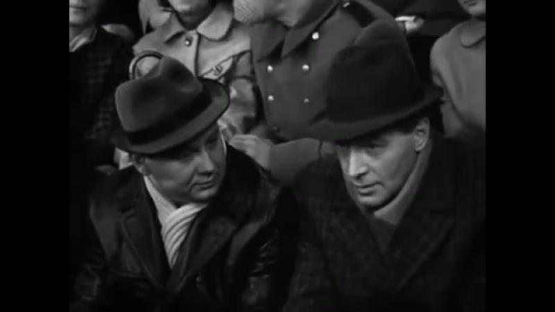Фрагмент фильма «Семнадцать мгновений весны» - Штирлиц: столько развелось идиотов, говорящих правильные слова...
