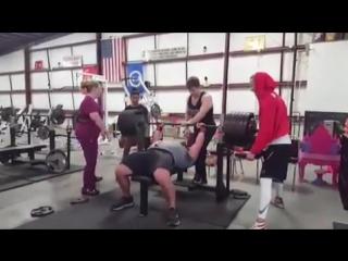 Джереми Хурнстра - жим лежа 289 кг без майки
