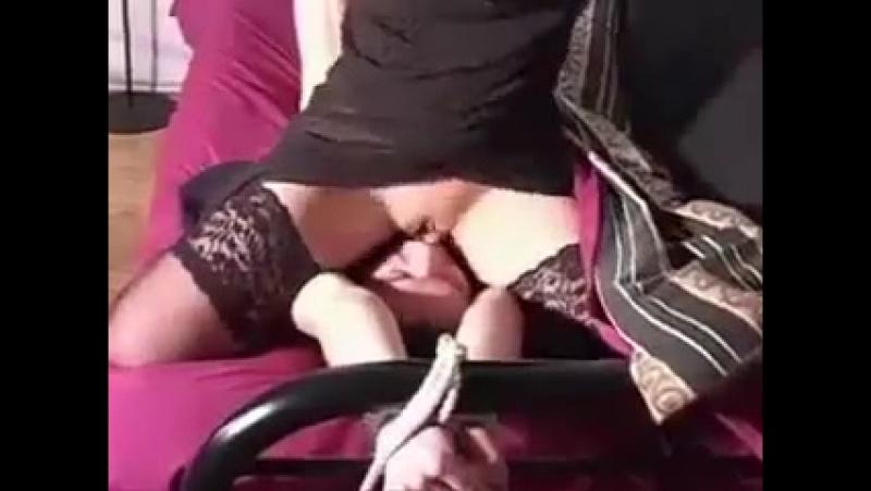 Видео секс категория села на лицо подруге