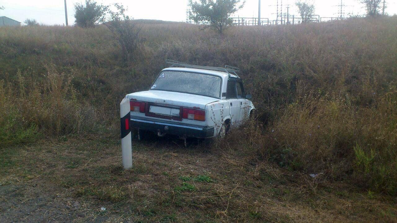 Под Таганрогом дорогу не поделили водители двух «ВАЗов»