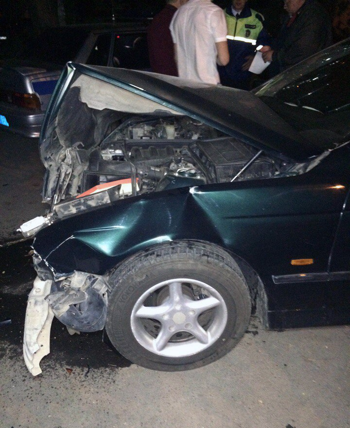 В центре Таганрога столкнулись BMW и Hyundai Elantra, трое пострадавших