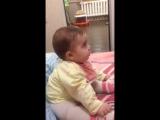 Моя Катюха смотрит мультик