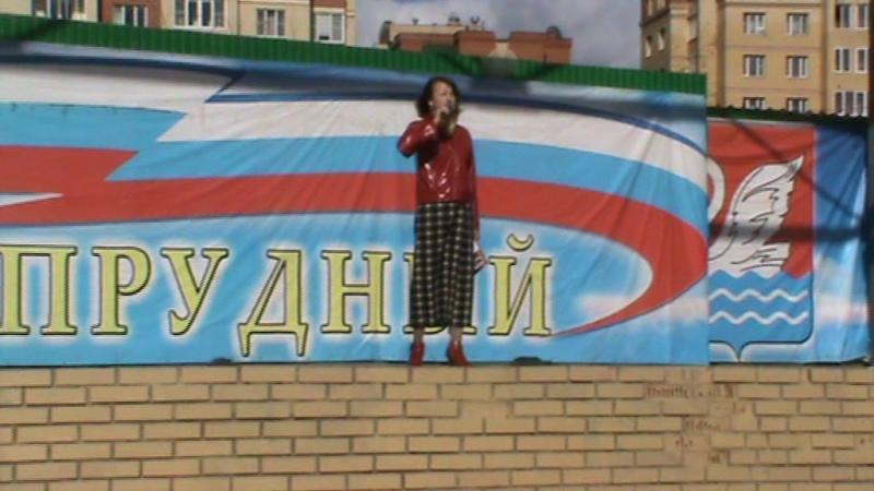 Рву малину свой стих читает Ольга Едутова