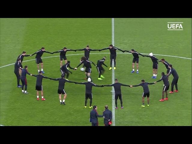 A rondo with a twist. Well played, PSG - Paris Saint-Germain! ⚽️ - GAYANE BALET