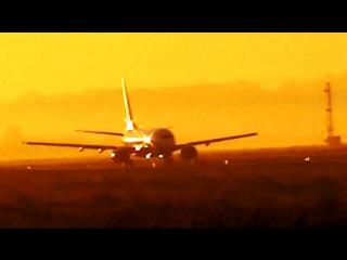 Час пик на взлетке... Летное поле аэропорта Кольцово Екатеринбург... Самолеты: взлет и посадка...