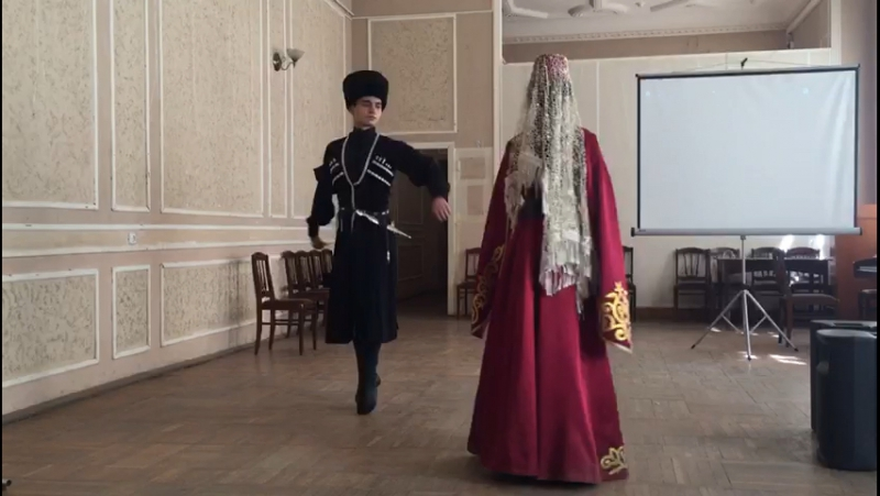 Ансамбль САРМАТ им. Б. Кочиева на праздновании дня Осетинского языка.