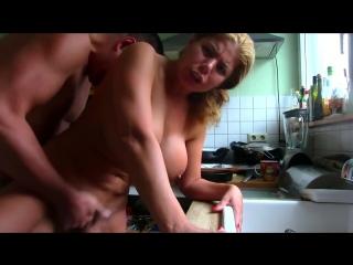 Скриншот: С грудастой женой на кухне_ Секс, домашнее видео, минет, сперма, сиски, грудь, заглот.