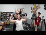 Тренировка плеч и бицепса