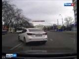 В центре Ростова водитель иномарки грубо нарушил ПДД на глазах ГИБДД