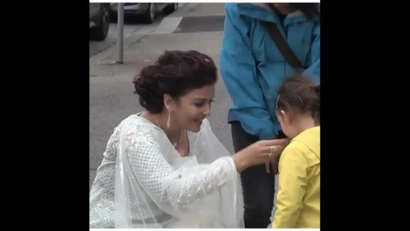 Айшвария с дочерью Аарадхией на фестивале в Мельбруне