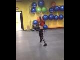 Инструктор танцевальных направлений Джулия и её тренировки.