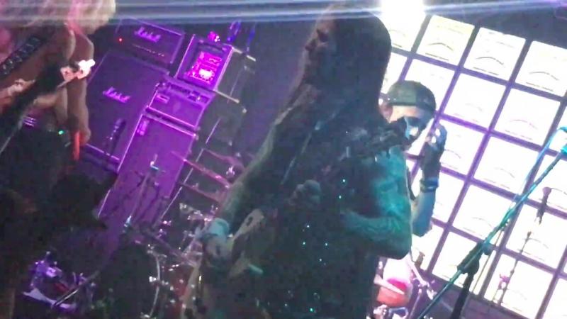 Crazy Lixx - 21'Til I Die (Live 2017)