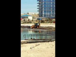 как загрязняли пляж АКвамарина водорослями и прочим мусором
