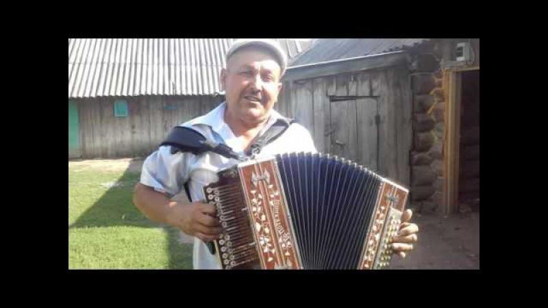 Поет Ринат Зиятдинов.