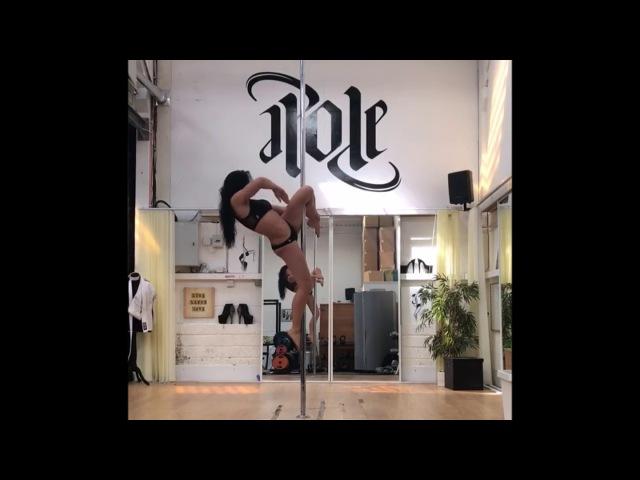 Priscillaflip - Jenyne Butterfly and Sarah Scott (Pole Dance Trick)