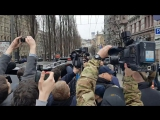 Киев. 23 марта, 2017. Жена Вороненкова Мария Максакова на месте убийства. (Видео Ольги Бондаренко)
