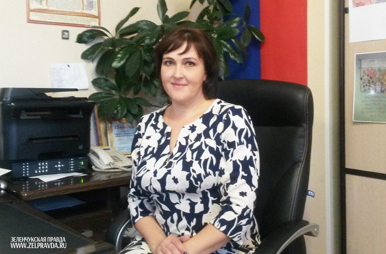 Глава администрации Зеленчукского сельского поселения поздравила жителей с наступающим Новым годом