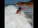 Как ещё не веселиться, Как на море не резвиться? Когда волны тут такие, Для детей очень большие!!!