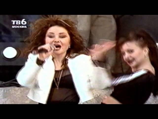 И снова ТВ6-МОСКВА - и снова раритет - Алла Горбачева - Над Москвой рекой. Концертная запись, очень эффектная. Жаль - что звук - наложенная студийка. Живьем она там пела - ну просто рвала ритм!