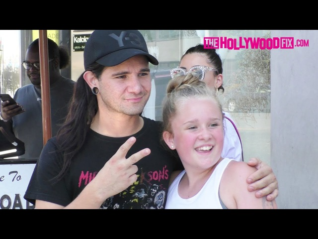 Skrillex Shows Mad Love To His Fans While Leaving Lunch At Crossroads Restaurant 8.21.17