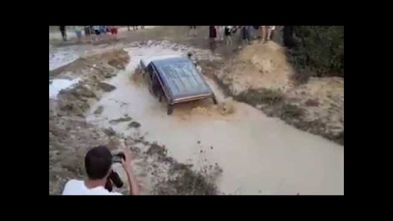 Mitsubishi pajero runs through mud that arrive the ceiling