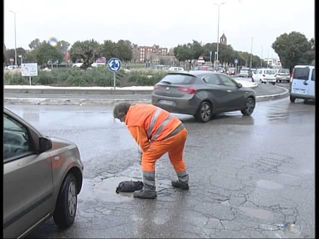 Foro Romano fa riparare buche in Via delle Vigne Nuove nel MunicipioII. Ma la ditta....