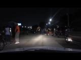 Поездка по ночному гетто району в городе Детройт