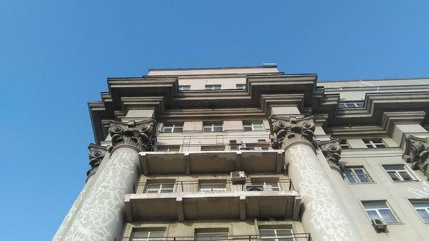 Помпезные мужские колонны.