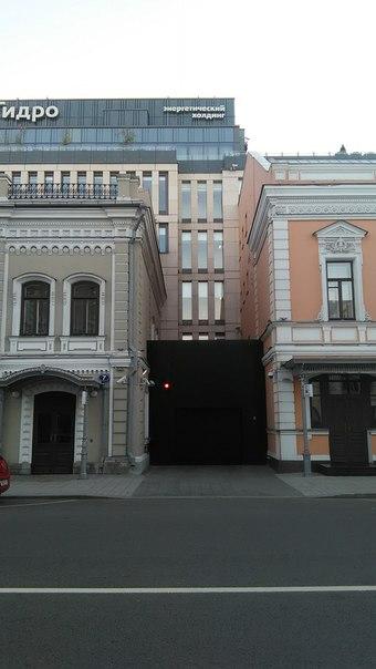 У РусГидро классные черные ворота