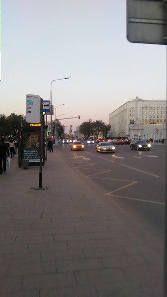 В этой фотографии вся суть Москвы. На горизонте, в паре километров всегда то, куда ты хочешь дойти.