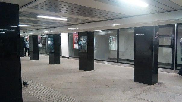 В новых переходах сразу встраивают коммерческие площади со стеклянными витринами и полностью оборудованными помещениями.