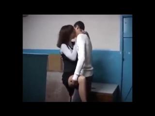 Застукал как учительница мастурбирует в туалете