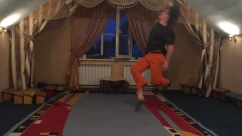 Танец Стаса Храмышева на его 31й день рождения