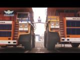 Белорус сел на шпагат между движущимися БелАЗами-The MOST EPIC Epic Split! 160 Ton BelAZ Dump Trucks