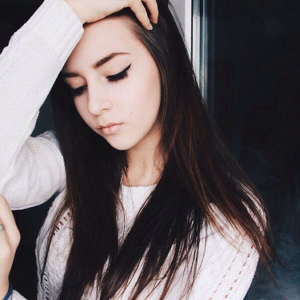 Фото девушек русых волос фотографируются на телефон без лица фото 609-609