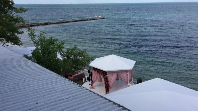Что может быть ещё прекрасней Любимый город, любимое Чёрное море, волшебные звуки саксофона... Романтика))