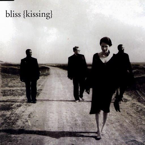 Bliss альбом Kissing